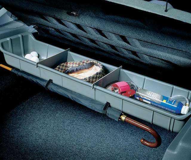 Ablagefach unter der Gepäckraumabdeckung