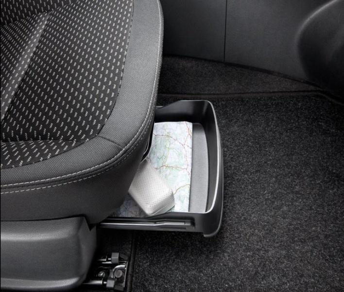 Ablage unter dem Beifahrersitz
